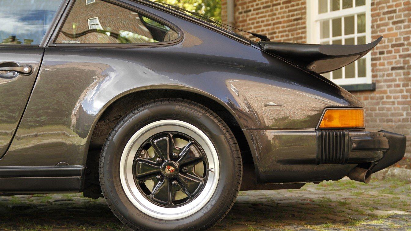 Porsche 911 Carrera 3.2 Coupé