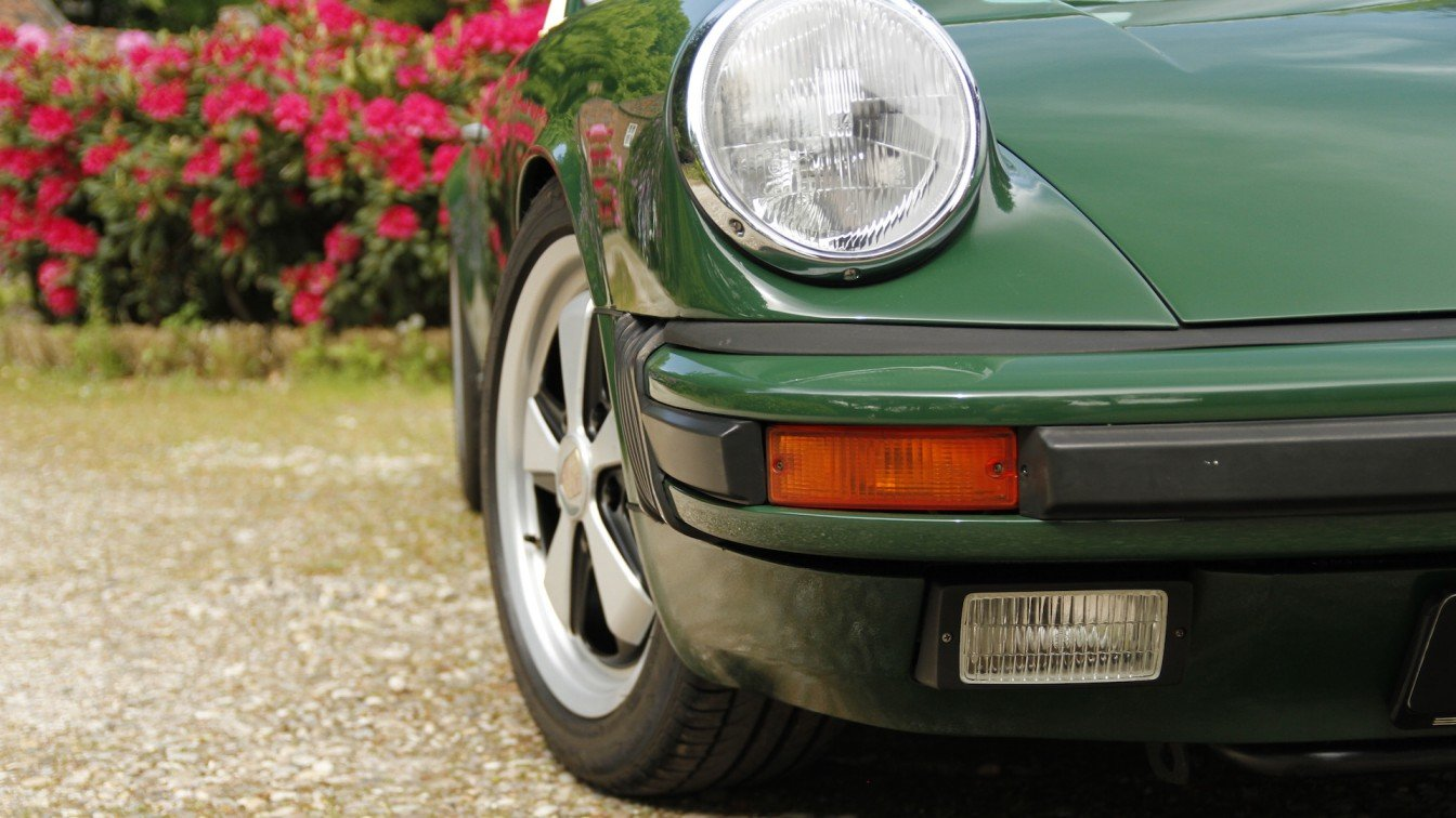 "Porsche 911 Carrera 3.2 ""Backdate"""