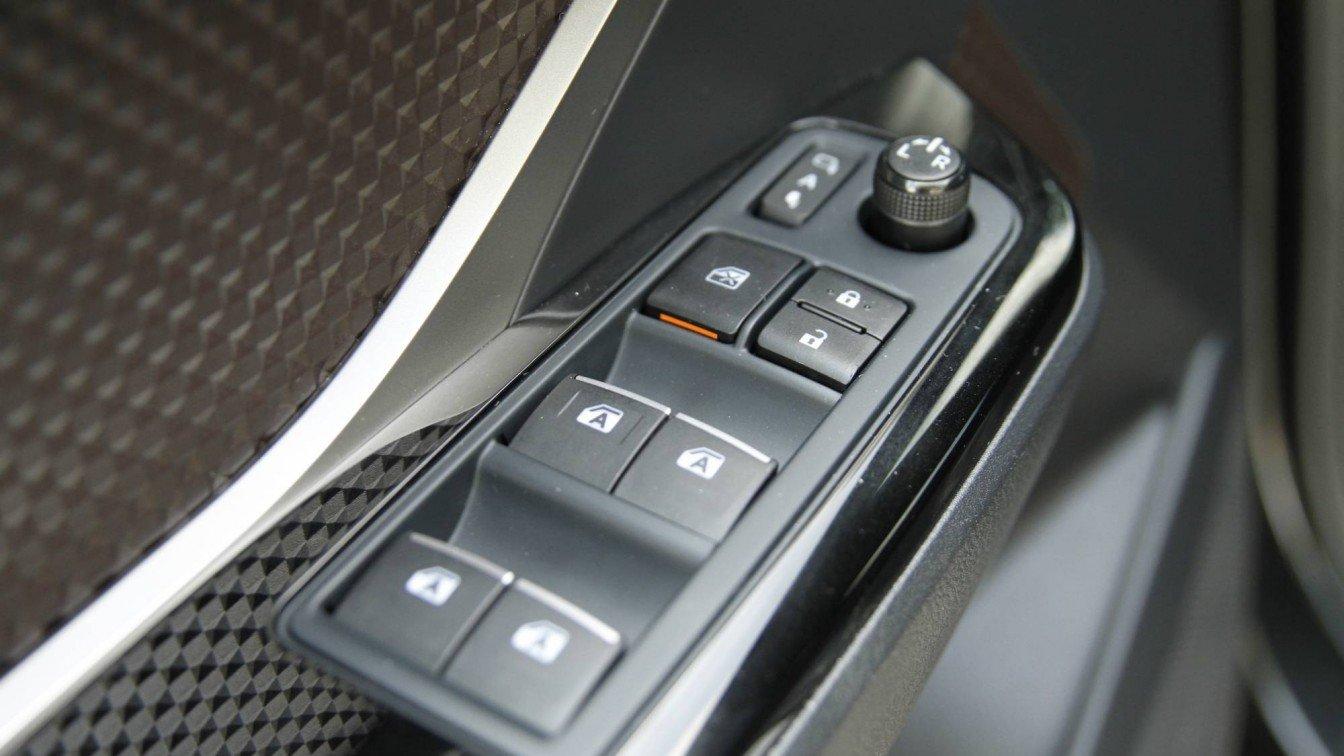 Toyota C-HR 1.8 Hybrid Bi-Tone Launch Edition